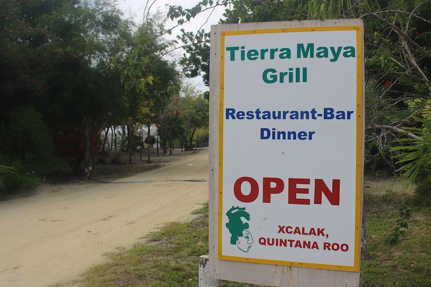 Restaurant Tierra Maya Sign
