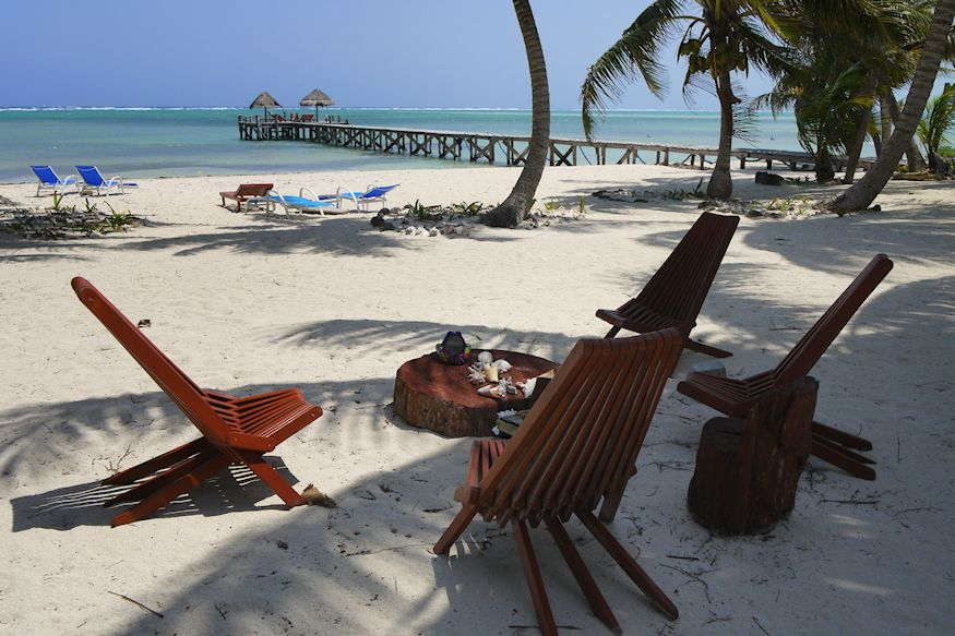 Playa Sonrisa dock and beach chairs