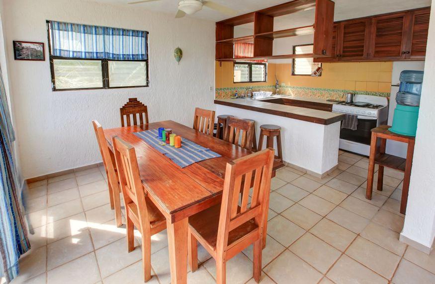 Casa de Suenos - two bedroom kitchen dining area