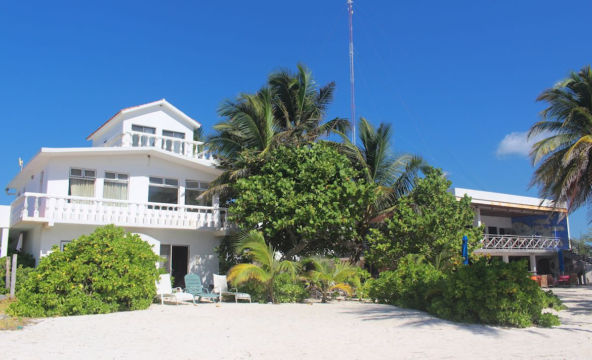 Flying Cloud Hotel and XTC Dive Center on Beach